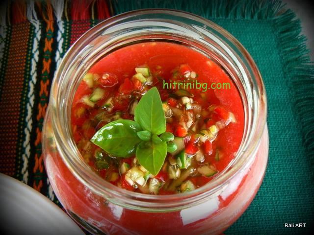 сервиране на студена доматена супа