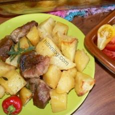 Картофи със свинско и мащерка