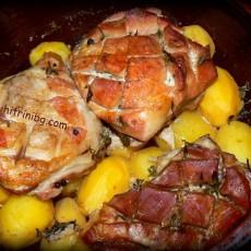 Свински бут с картофи.