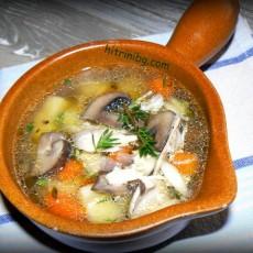 Бистра пилешка супа с гъби