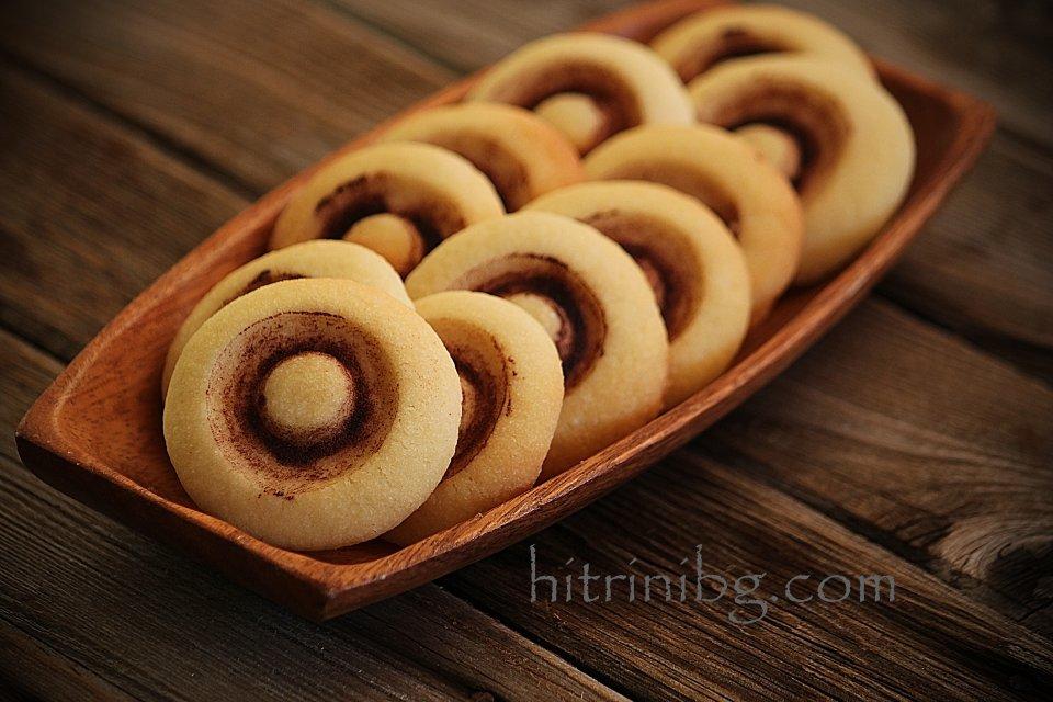 сладки гъбки в дървена поставка