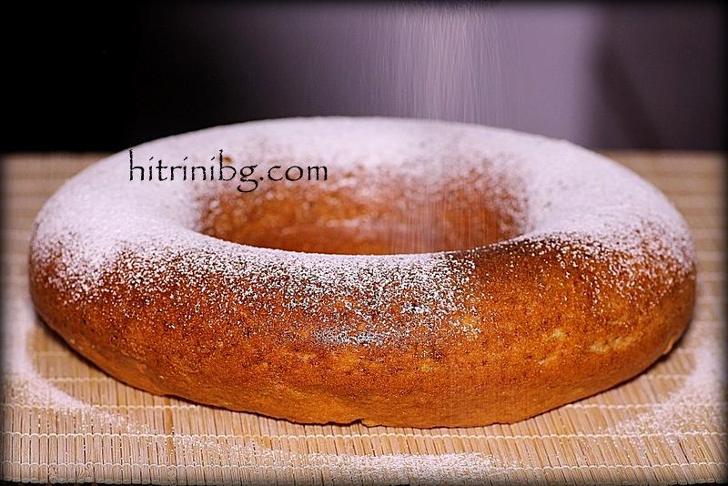 кекс със сушени плодове и пудра захар