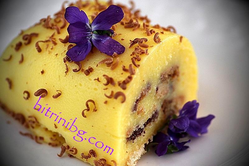 домашна бисквитена торта гарнирана с шоколад