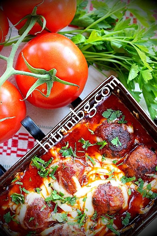 сервиране на кюфтета в доматен сос