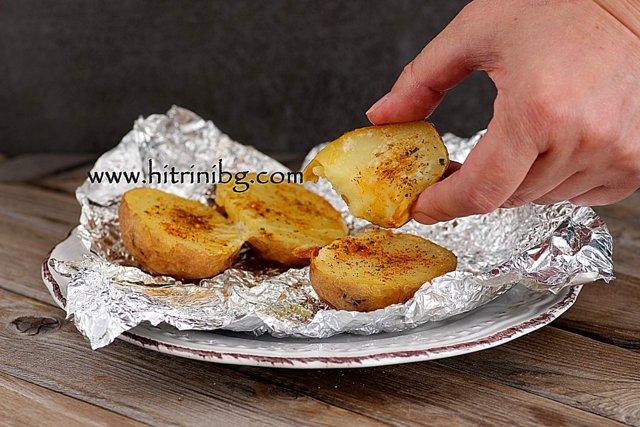изпечени цели картофи с масло