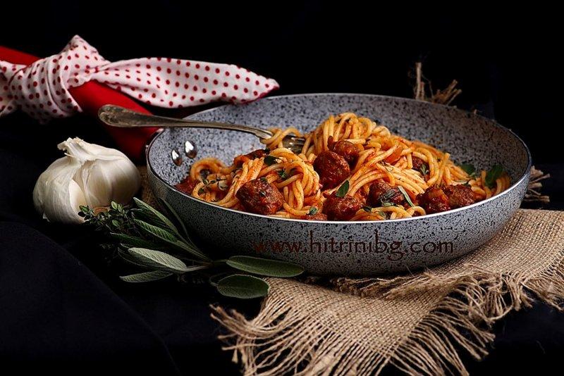 спагети с наденица