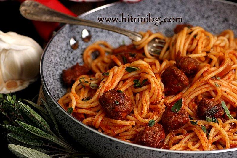спагети с наденица и салвия
