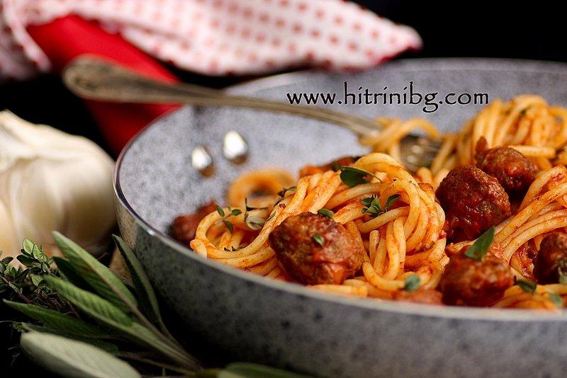 вкусни спагети с наденица
