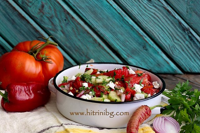 вкусната селска салата
