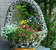 Каменна саксия за градината