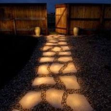 Мрамор - светеща пътека в градината