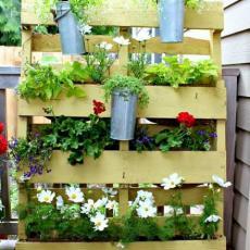 Дървен цветарник от подръчни материали