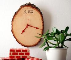 Стенен часовник от дърво